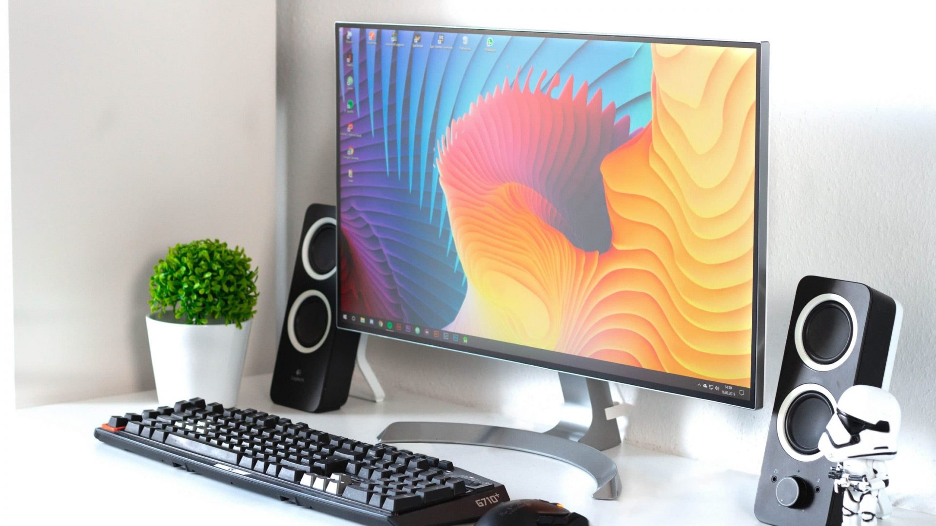 Best Monitors With Speakers To Buy In 2020